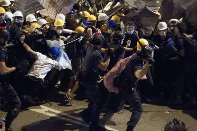 hong-kong-protests violence.jpg